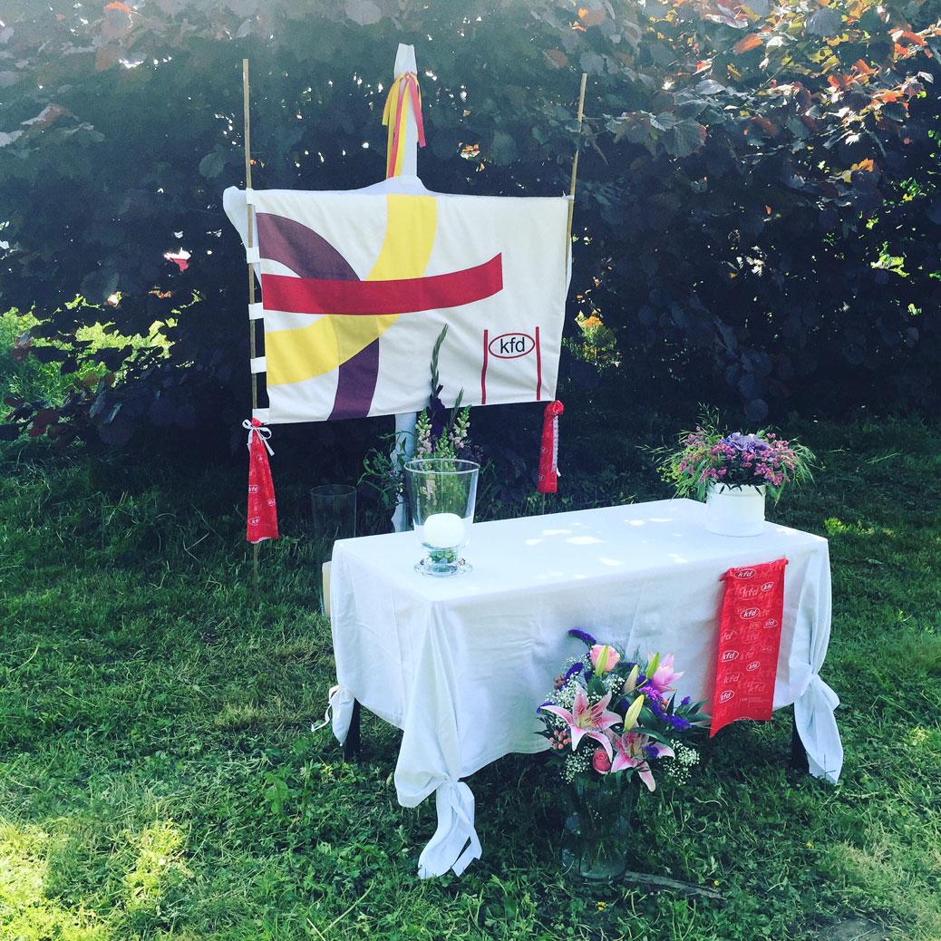 Von der kfd gestalteter Altar